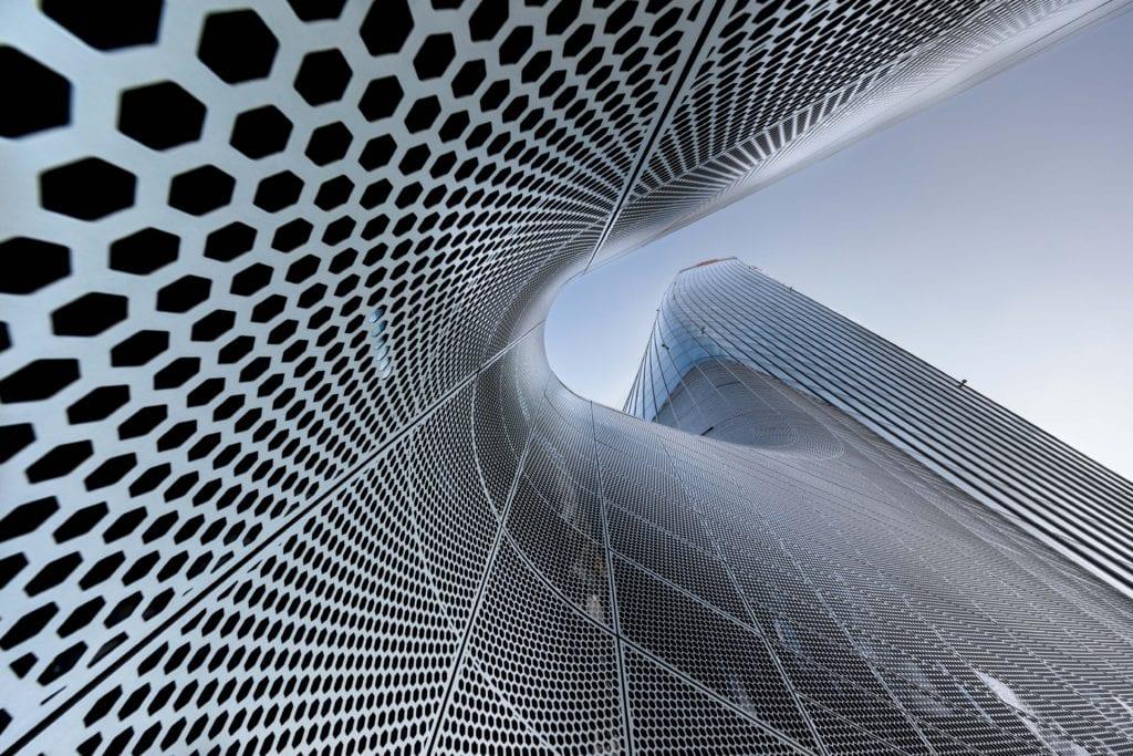 Italský fotograf Marco Tagliarino zvěčnil budovu Generali Tower v Miláně od architektonické legendy Zahy Hadid — Marco Tagliarino/APA19/Sto