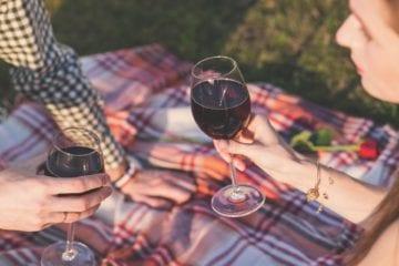 Vdané ženy nesmí víc než jen jednu sklenici vína a další nesmyslné zákony z celého světa