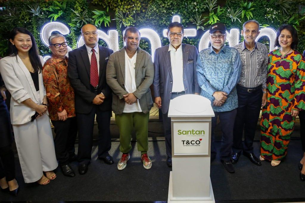 Pobočka v Kuala Lumpur by neměla být poslední — Foto: AirAsia Group Jídlo z letadla ve fast foodu? Aerolinka AirAsia otevřela netradiční restauraci