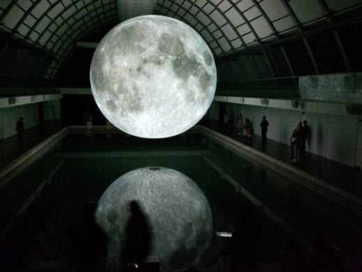 "Chinese city to build ""artificial moon"""